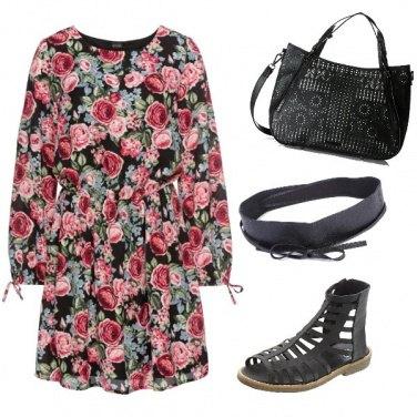 Outfit Abito con rose