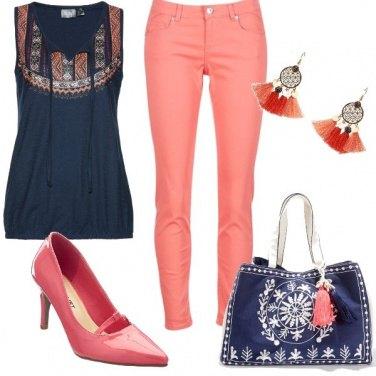 Outfit Blu e rosa corallo