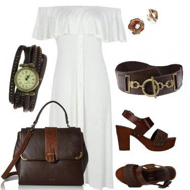 Outfit Abito bianco con accessori marroni