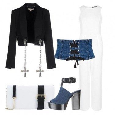 Outfit Cintura corsetto e sandali in denim