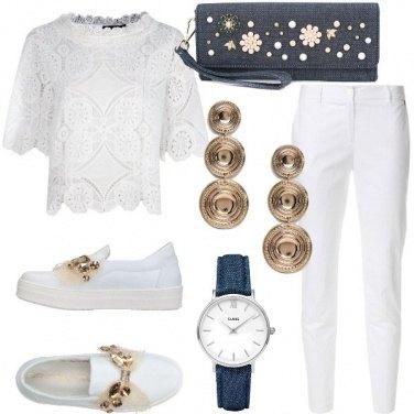 Outfit Bianco, oro e denim