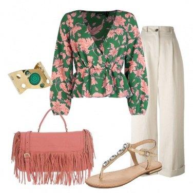 Outfit Sandalo gioiello flat e blusa floreale