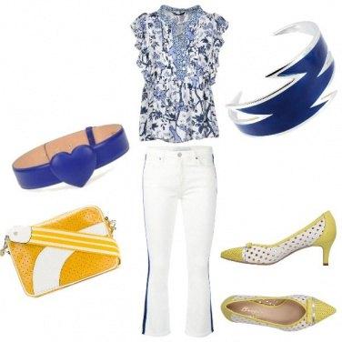Outfit Outfit blu e giallo con cintura trendy