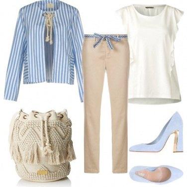 Outfit Azzurro polvere e dettagli in corda