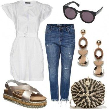 Outfit In città con la tracolla in paglia