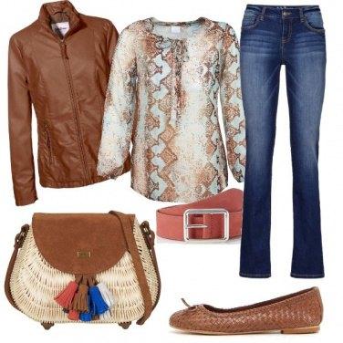 Outfit I colori del look nella borsa