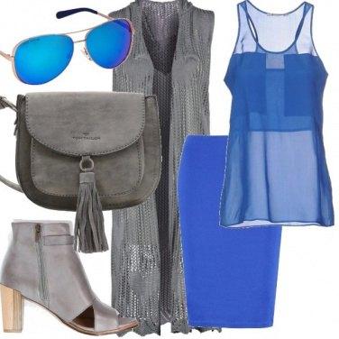 Outfit Grigio e blu elettrico