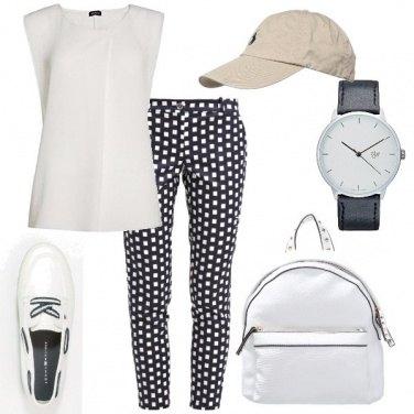 Outfit Sportiva in bianco e blu
