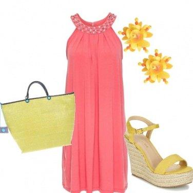 Outfit Particolare in giallo