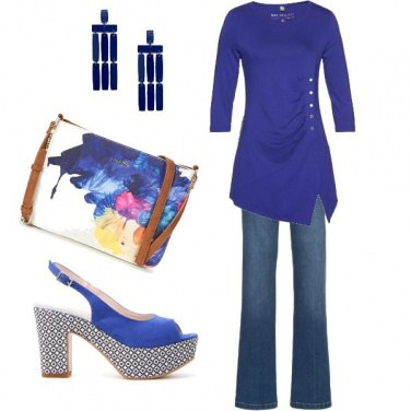 Outfit \'70 in blu elettrico
