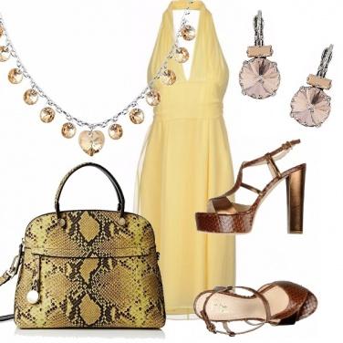 Outfit La luce dell\'abito giallo