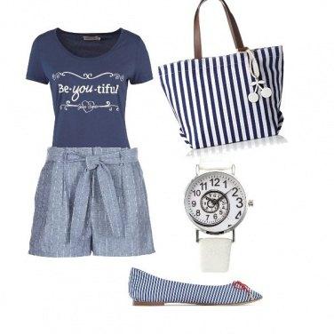 Outfit Righe bianche e blu