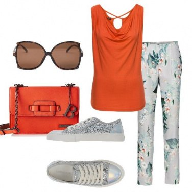 Outfit Pantalone floreale e top