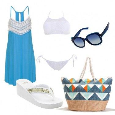 Outfit Bianco e turchese in spiaggia