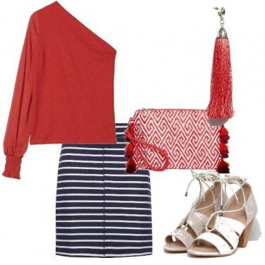 Outfit Asimmetrie e righe