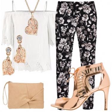 Outfit Ricami, fiori e oro rosa