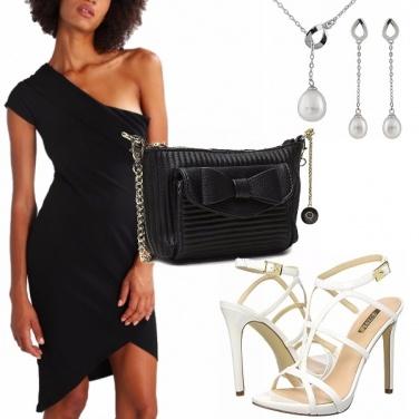 Outfit Monospalla nero