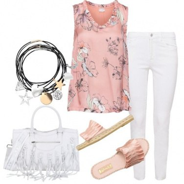 Outfit Top floreale e jeans bianco