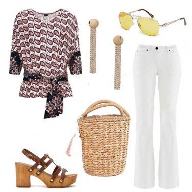 Outfit Con la borsa di paglia