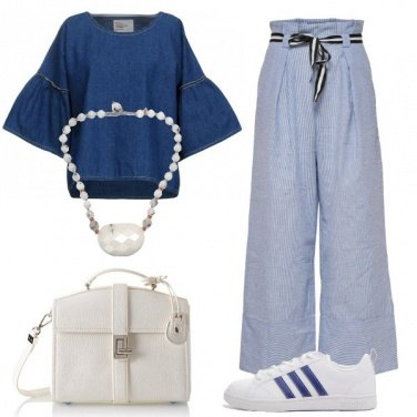 Outfit Ovunque con le sneakers