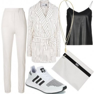 Outfit Easy in tailleur e sneakers