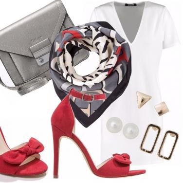 Outfit Grigio, rosso e bianco