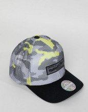 110 - Cappellino mimetico fluo