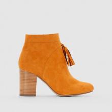 Boots con tacco dettaglio pompons