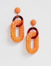 Orecchini arancioni con maglie in resina e pelle sintetica