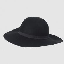 Cappello con brodo largo