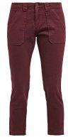 NISRINE - Jeans baggy - bordeaux