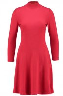 GUVERA - Vestito di maglia - red