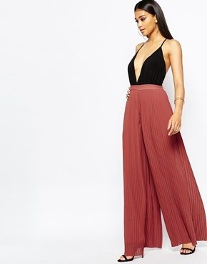 Missguided - Pantaloni a pieghe con fondo ampio