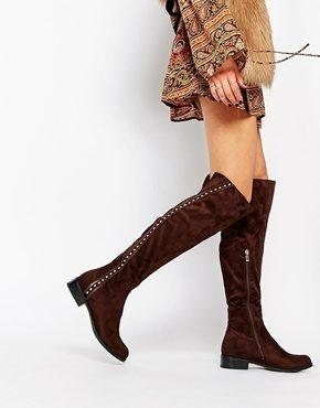 Glamorous - Stivali piatti al ginocchio con borchie