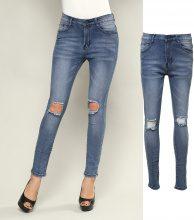 Jeans stile usato con strappi sulle ginocchia