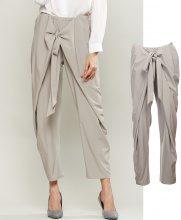 Pantaloni di stoffa drappeggiati con fiocco