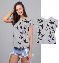 T-shirt con stampa rondini
