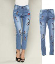 Jeans con ricami a rossetto