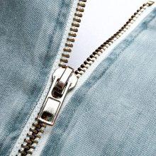 Abito di jeans con applicazioni in perle