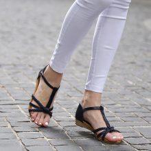 Sandali con cinturini intrecciati
