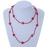 Collana lunga con perline di vetro rosso lampone, collana con stelle di ceramica.Lunghezza 106cm.