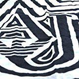 Foulard donna Armani Jeans 75% poliestere e 25% viscosa a fantasia rigata bianco e nero con logo.