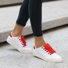 Sneakers con dettagli a contrasto