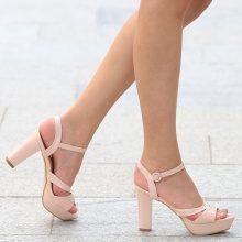 Scarpe in similpelle laccata con plateau e tacchi alti