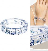 Bracciale con fiori blu secchi