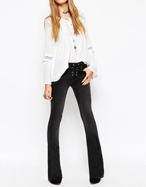 ASOS - Baby - Jeans a zampa nero slavato con patta e allacciatura