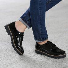 Scarpe stringate in similpelle laccata nera