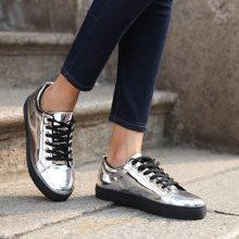 Sneakers metalizzate con suola nera