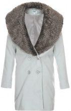 Cappotto con ampio bavero di finta pelliccia