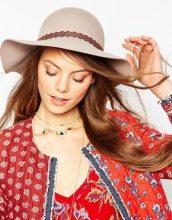 ASOS - Cappello floscio cipria con intagli e nappe